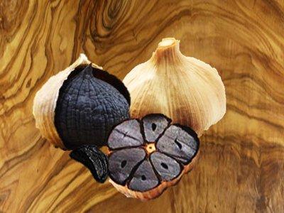 Ail Noir de l'Ile d'Orléans  environ 3 bulbes (+/- 100 g)